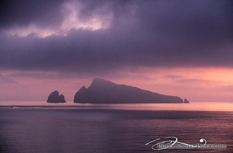 Archipelle des Iles Eoliennes : depuis Panarea, panorama de l'ile de Basiluzzo.